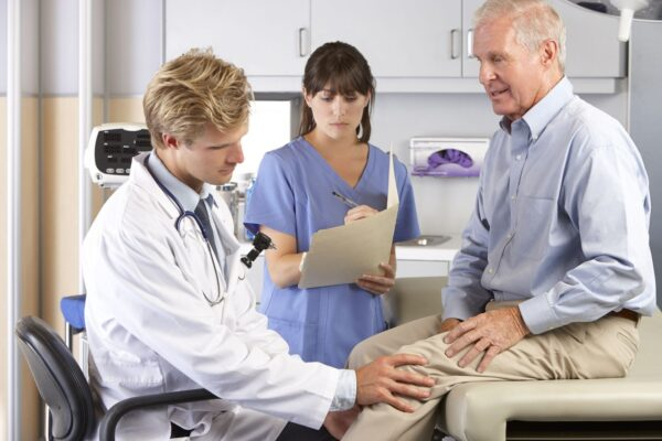 18736552 - doctor examining male patient with knee pain