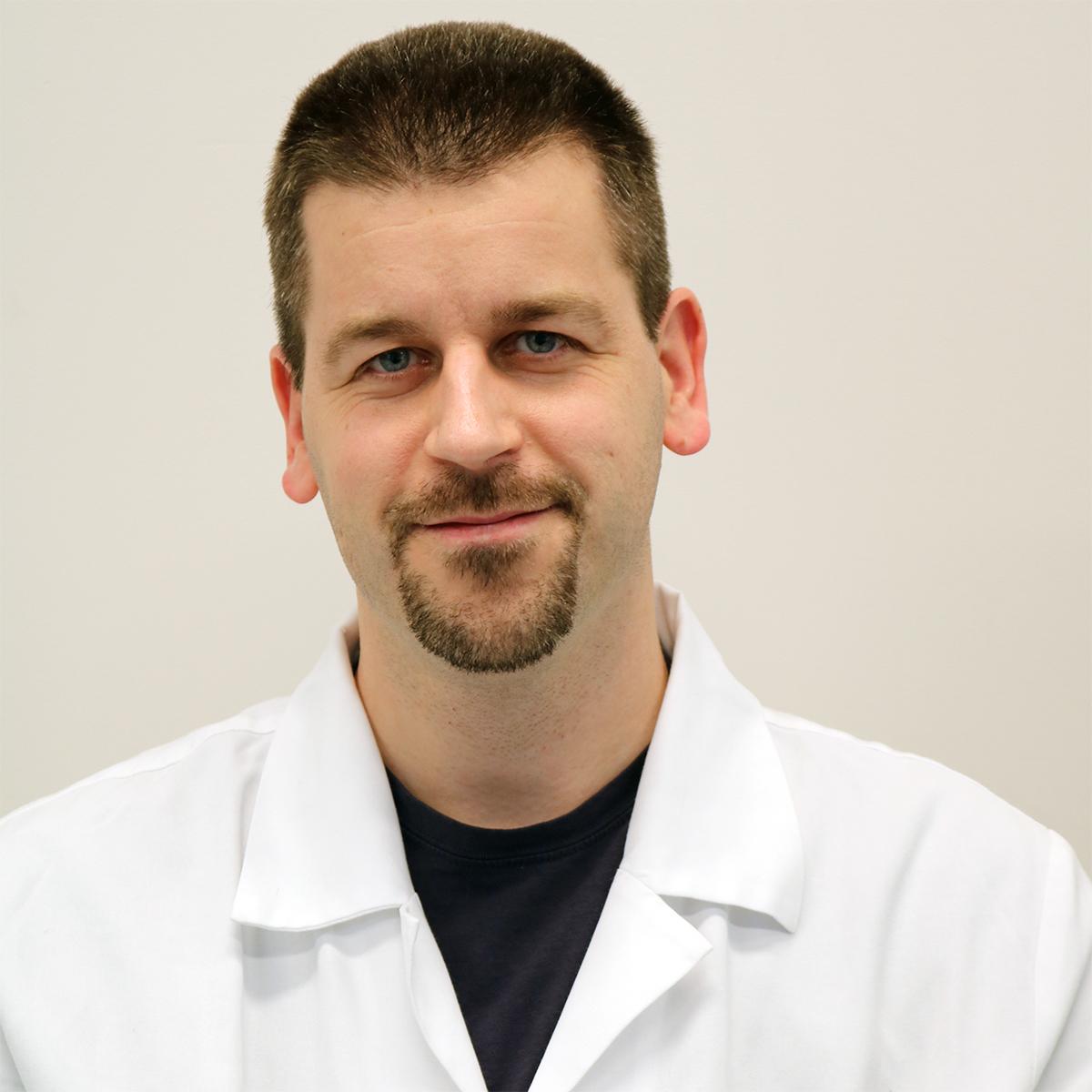 Dr. Lénárd Attila
